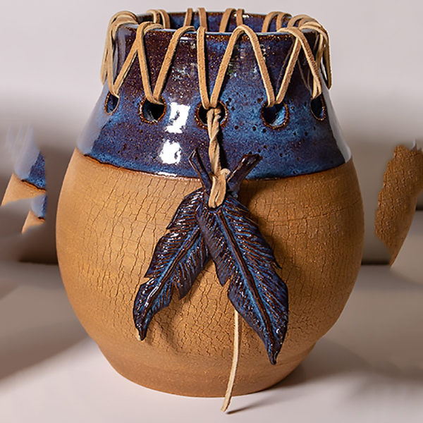 laced-feather-pot